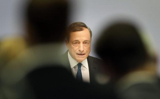 Draghi dice que no corresponde al BCE regular o prohibir el bitcoin