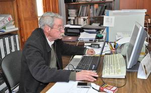 Rafael Damián Ávila Martín se convierte en el arquitecto técnico más veterano de la Alpujarra