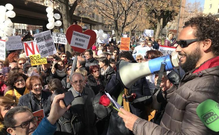 """Unas 200 personas piden en Granada la dimisión de """"los ideólogos de la fusión"""""""