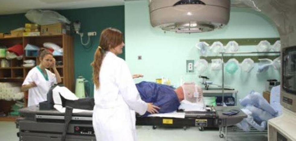 Pacientes con cáncer se quedan sin radioterapia varias semanas por la avería de una máquina en Granada