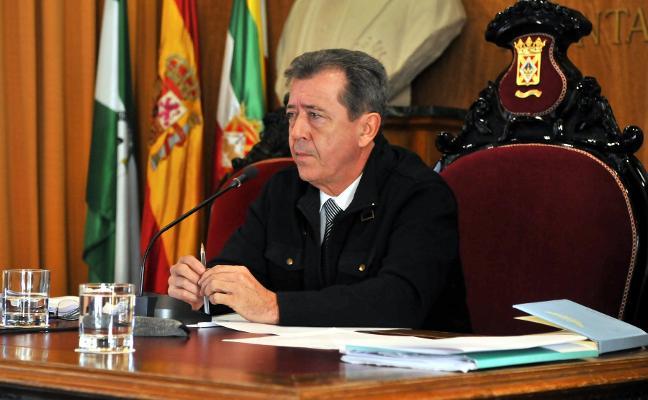 El movimiento 'Militantes de base en pie del PSOE' se opone al expediente al alcalde
