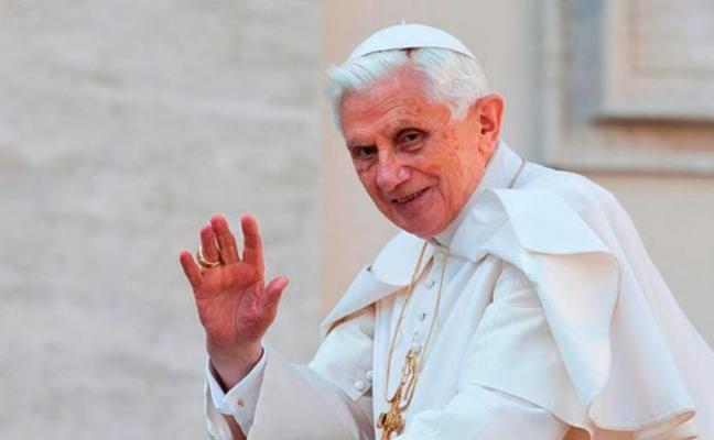 Inquieta la salud de Benedicto XVI: «Sufre una enfermedad paralizante»