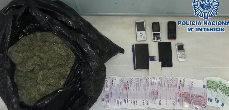"""Les pillan en Granada con tres kilos de marihuana y más de 38.000 euros y dicen a los policías que les había """"tocado la lotería"""""""