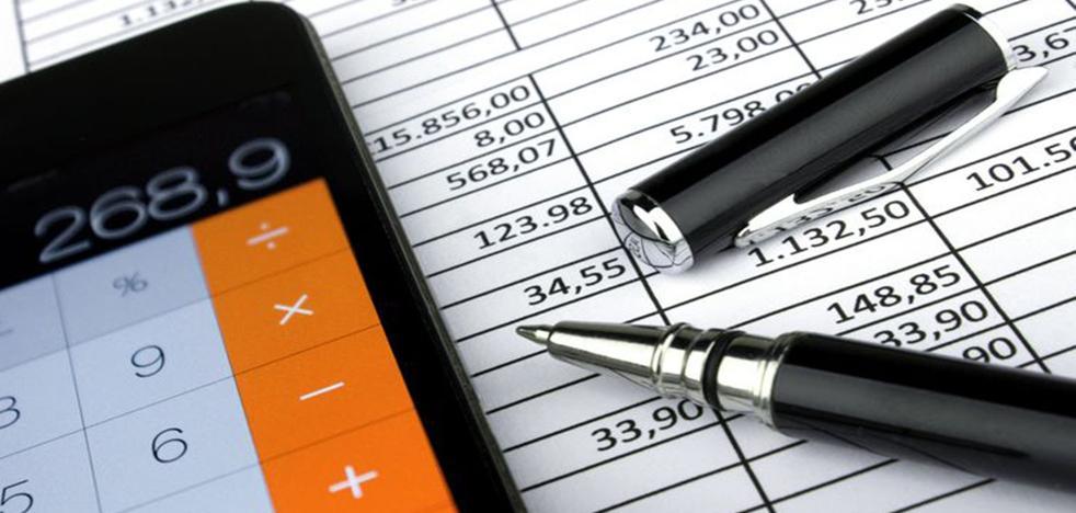 La OCU da las claves para pagar menos impuestos: los 'trucos fiscales' recomendados