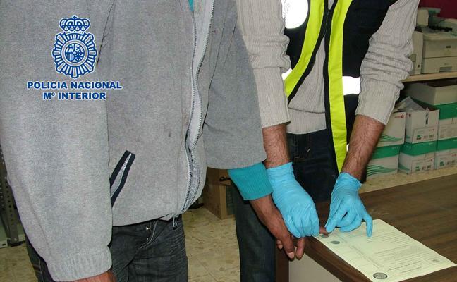 Detenido el patrón de una patera interceptada con 18 personas en Alborán