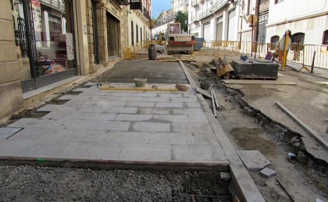 La Carrera de Jesús renueva la red de agua e incluye un nuevo pavimento de granito
