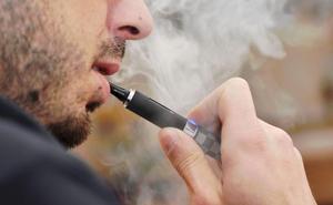 El nuevo 'boom' de los cigarrillos electrónicos: ¿es igual de perjudicial vapear que fumar?