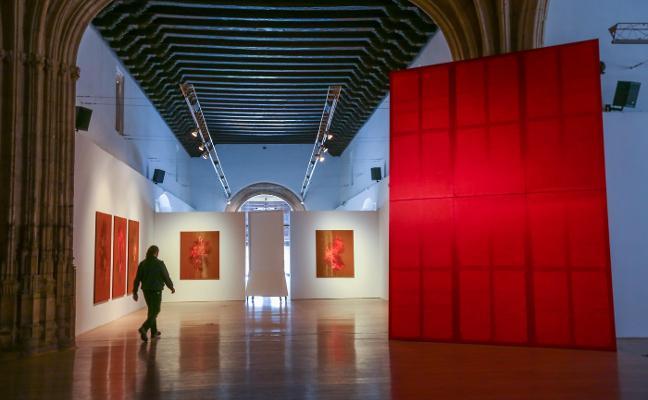 Javier Garcerá muestra la vida en rojo con 'Ni decir' en el Crucero del Hospital Real