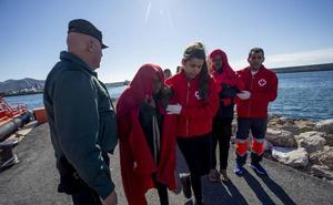 El Defensor reclama el cierre del centro de inmigrantes de Motril tras una visita sorpresa