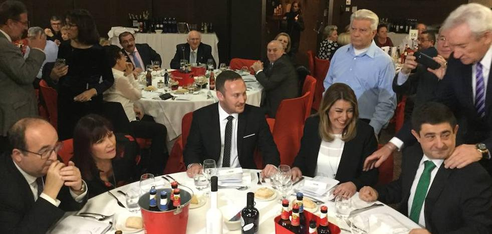 Reyes asiste a la entrega de premios de la Federación de Entidades Culturales de Andalucía en Cataluña