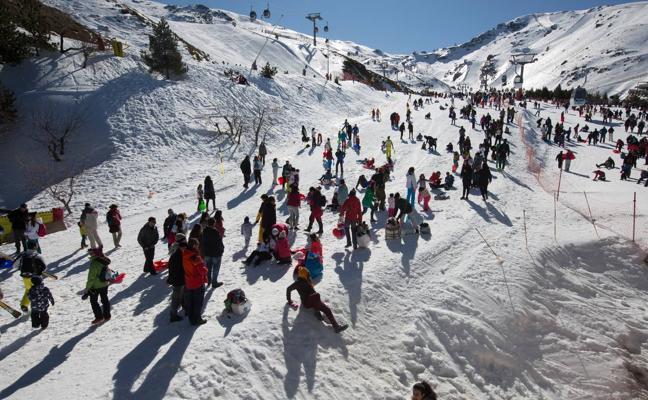 """""""La huelga deja una imagen terrible de la estación de esquí de Sierra Nevada"""""""