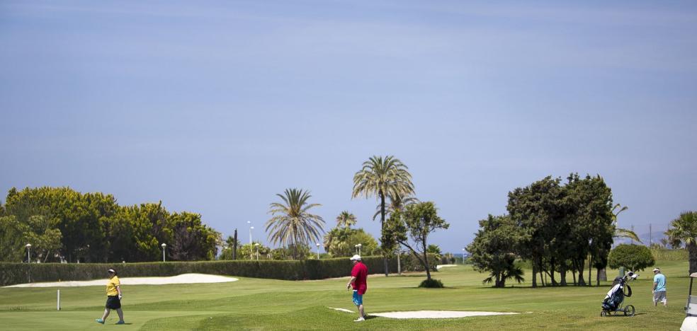 Motril gasta su última 'bala' para salvar del desahucio 8 hoyos del campo de golf