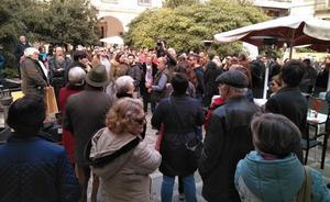 La concentración contra la reforma de la Plaza Deán Mazas pide al Ayuntamiento de Jaén diálogo antes de llevarla a cabo