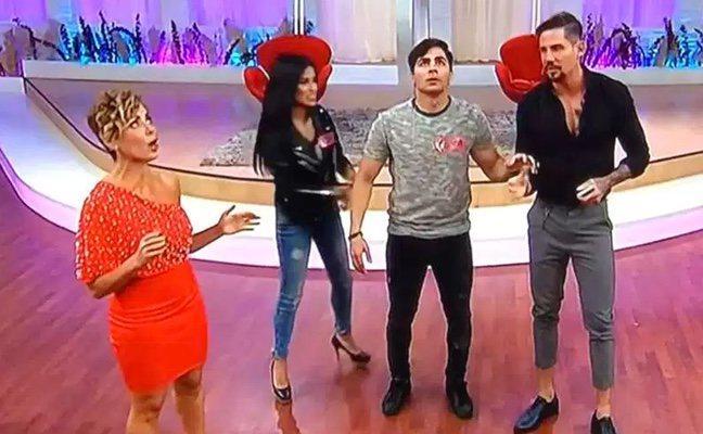 Un terremoto sorprende a los presentadores de un programa de televisión en pleno directo