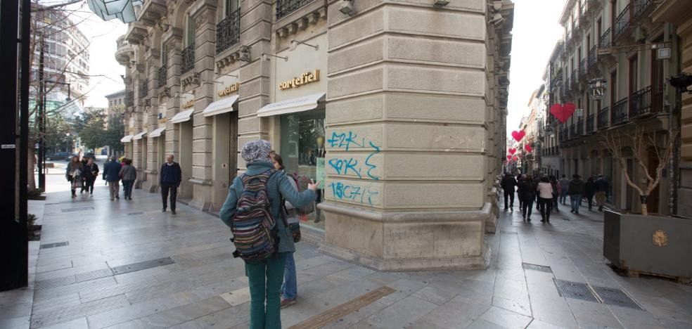 Detenido por patear a unos policías locales y hacer pintadas en la Gran Vía