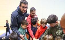 La cantera de ilusión por el baloncesto en Granada, de la mano de Jesús Fernández