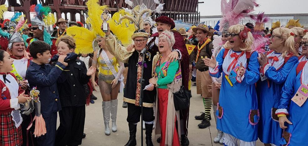 Cientos de personas despiden el Carnaval con el tradicional entierro de la sardina