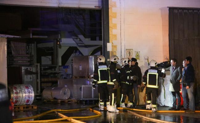 Apagado el incendio de una fábrica de bolsas en Santa Fe
