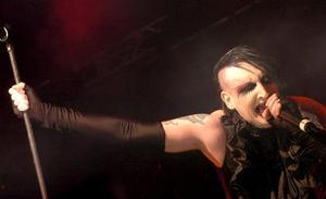 La última 'guarrada' de Marilyn Manson indigna a las redes