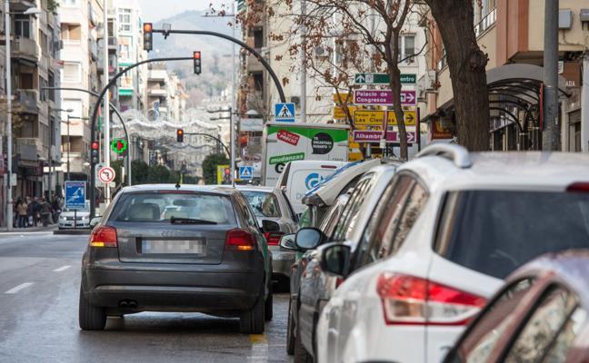 Granada necesita el doble de plazas de aparcamiento para absorber la actual demanda