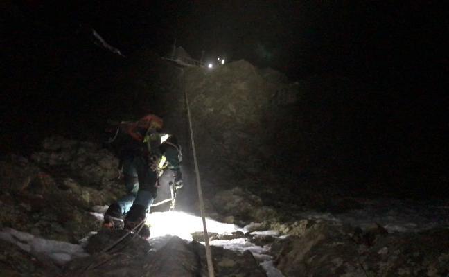 Siete horas de rescate a diez bajo cero y de noche en el Veleta