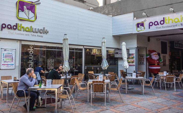 Así es por dentro Pad Thai Wok, el nuevo restaurante que abre en el Nevada de Granada