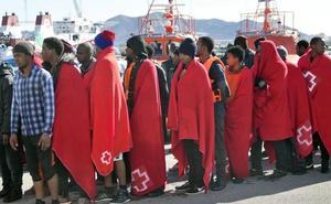 Rescatan a 33 personas de una patera y localizan otra en aguas de Alborán