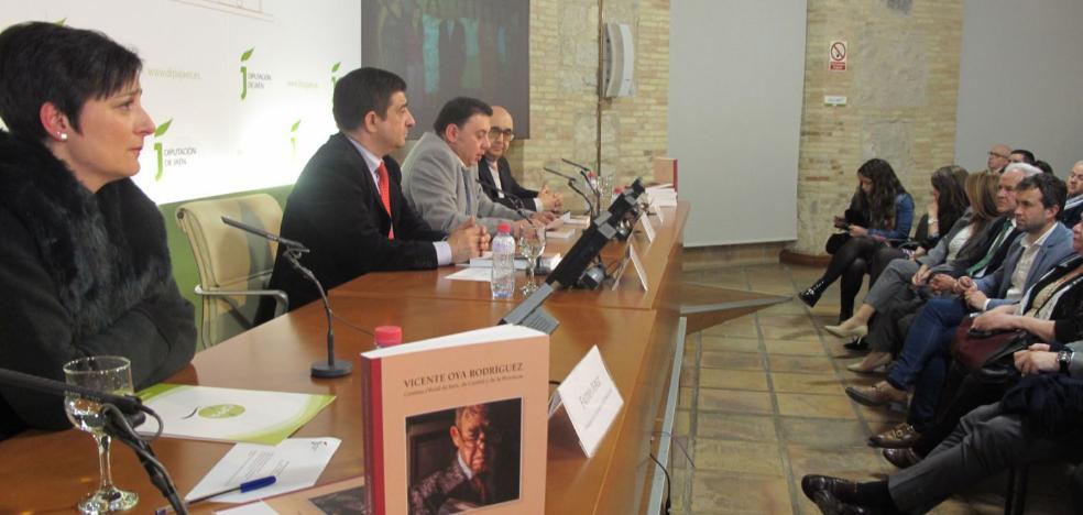 Un libro recoge 50 años de periodismo y amor a Jaén de Vicente Oya Rodríguez