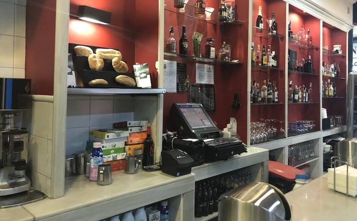 Así es 'De Boca en Boca', la cafetería que triunfa en el Centro Comercial Neptuno