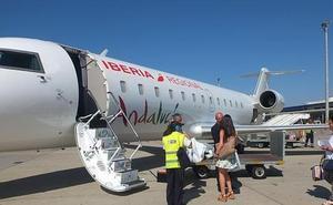 39 pasajeros afectados por la cancelación de un vuelo a Madrid, algunos de ellos aún esperando a volar