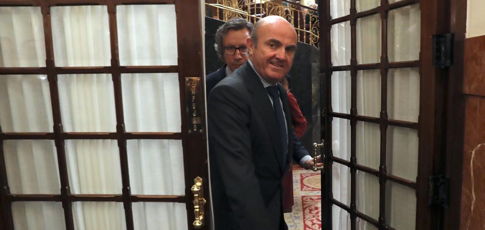De Guindos asegura que antes del lunes el Gobierno dirá cuándo deja su cargo