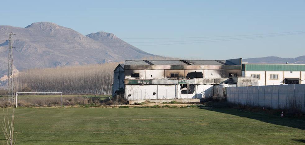 Los bomberos reclaman más caudal de agua en los polígonos de Granada para luchar contra los incendios