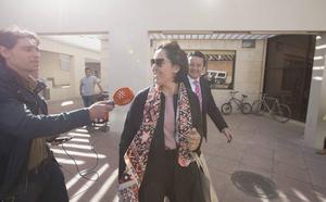 """María Francés dice que el informe jurídico de Emucesa está """"manipulado"""" y defiende su """"honradez"""""""