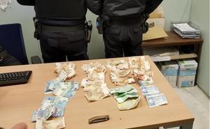 Detenido en Granada tras robar a un hombre su cartera, con más de 4.500 euros y tres décimos de lotería