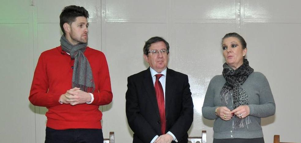 El senador del PP Luis González se reune con empresarios de Lanjarón para informarles sobre la Ley de Autónomos