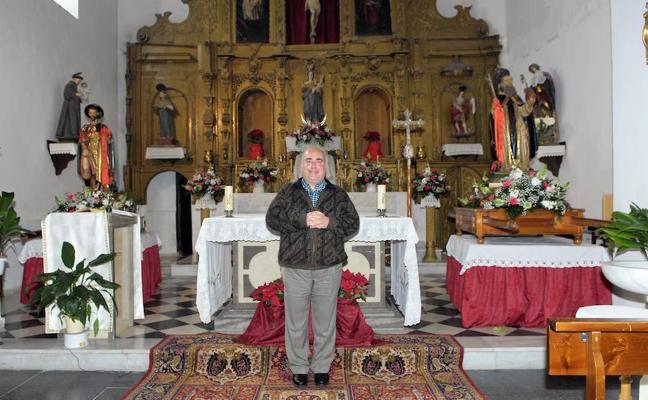El sacerdote de Soportújar pretende frenar el deslizamiento y agrietamiento de la iglesia