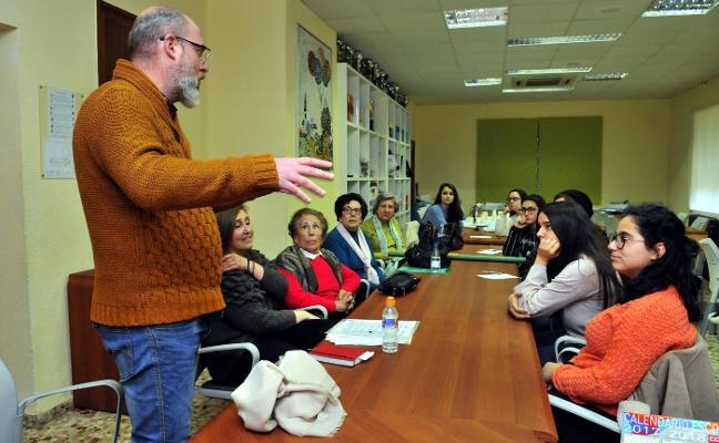 Estudiantes y mayores reflexionan sobre la situación que vive Linares