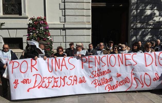 Un millar de personas clama en Granada por una pensión digna