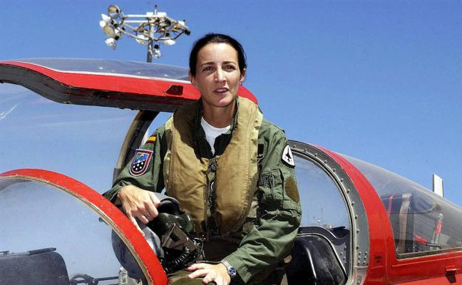 Medalla de Andalucía para la primera mujer piloto de caza, de Almería