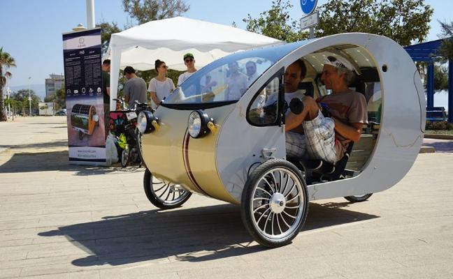 El grupo JPG y la empresa Evovelo negocian la fabricación en Linares del primer coche solar