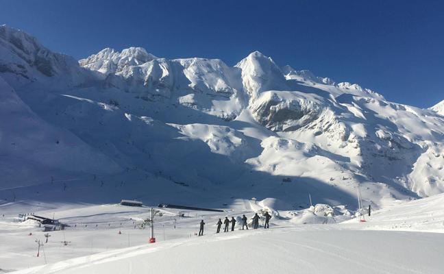 Candanchú, entre el sol y la inauguración de su snowpark