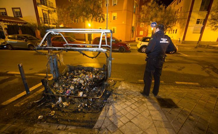 Arden varios contenedores en cuatro calles del Zaidín