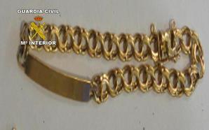 Roba a un familiar más de 4.000 euros en joyas en La Carolina