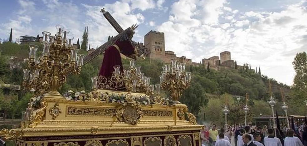 Cortes de tráfico y autobuses esta tarde por la procesión en Granada