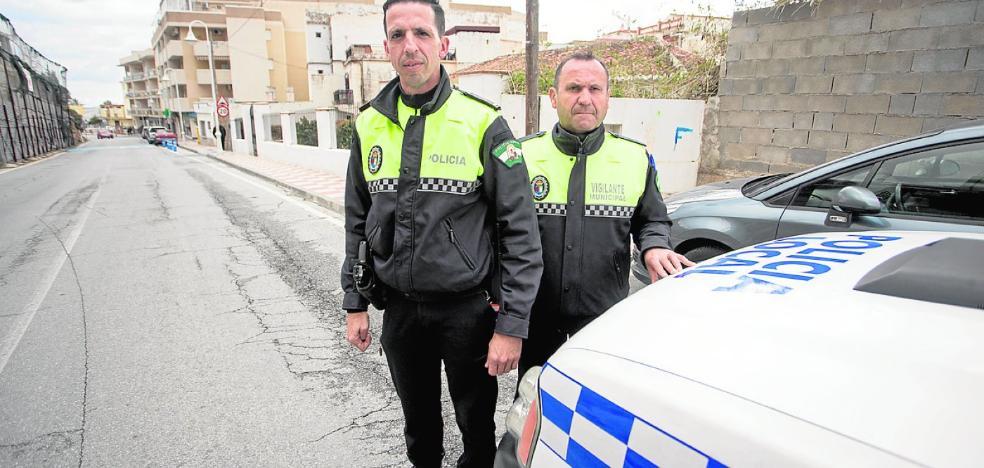 Sufre un ataque cardiaco al volante de un tráiler y se salva gracias a un policía