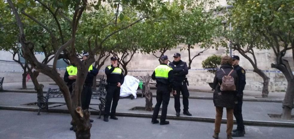 Encuentran a un hombre muerto en la Plaza Ramón y Cajal de Jaén