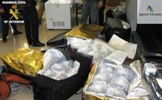Sorprenden a un pasajero del buque Almería-Melilla con 109 kilos de angulas vivas en maletas y bolsos