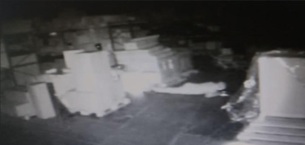 Asaltan con butrones una nave de Granada y pasan media noche para abrir una caja fuerte que estaba abierta