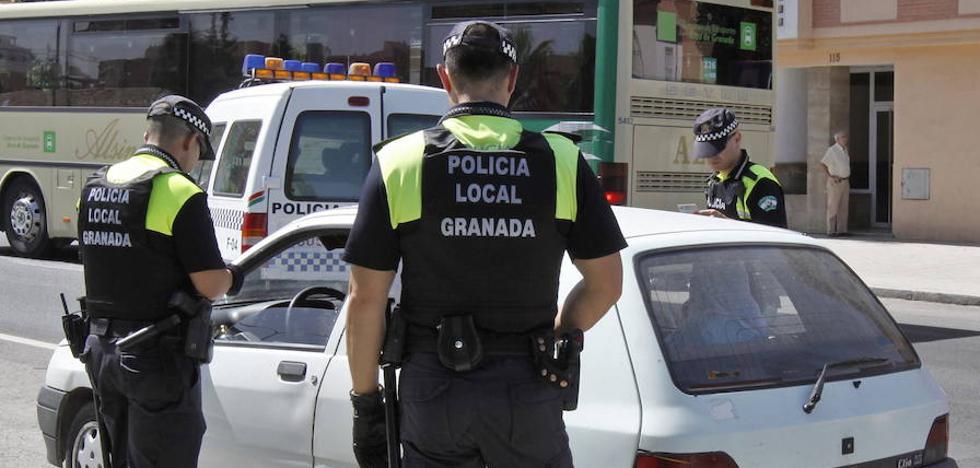 Una conductora triplica la tasa de alcoholemia y el copiloto queda detenido por agresión a un policía local de Granada