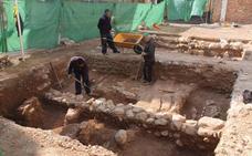 Hallan 25 cadáveres de la época Almohade en el centro de Almería